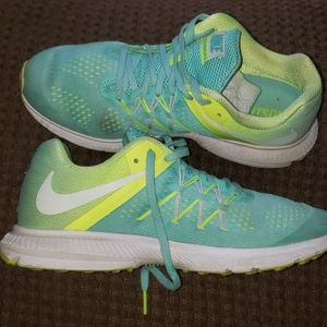 Nearly new condition NIKE running shoes size 8.5